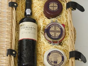 Godminster Classic Cheddar and Port Gift Set