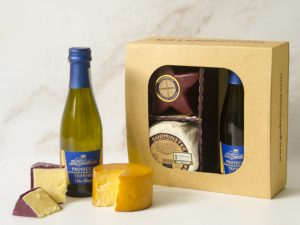 Godminster Prosecco and Cheese Gift Set with Star-Shaped Vintage Organic Cheddar