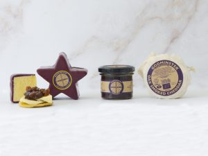 Godminster Cheddar and Chutney Collection with Star-Shaped Vintage Organic Cheddar