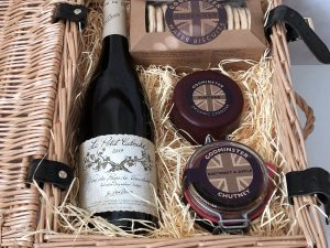 Classic Cheddar and Red Wine Hamper - Signature Edition