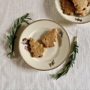 Godminster Oak-Smoked Vintage Cheddarand Rosemary Biscuits